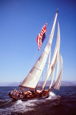 ohwhataparadise:  Dauntless under sail.
