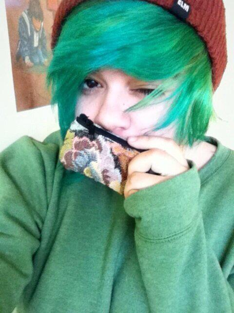 my fresh green hair + it is tucked into a little bun under my beanie + i got this sweet coin purse to hold my bus money for rides to uni, etc. // today was a nice day and i took a lot of naps.