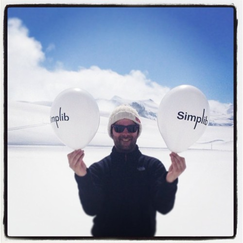 #simplib in the sky with #diamonds ! #simpliballoon #vald'isere #snow #white & #blue (à Espace Killy -  Val d'Isere)