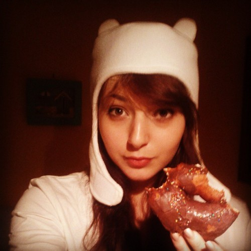 Fiona with brunette hair.. and donut.. ugh donuts.