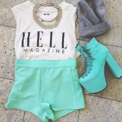 dirtylittlestylewhoree:  Friday's ootd: H E L L MAGAZINE @petalspeacocks