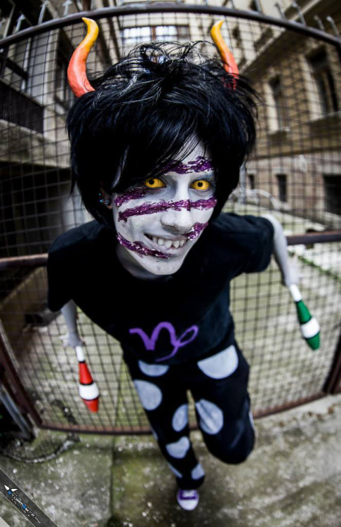 "yaminita:  Troll time~~ My Sober!Gamzee Makara cosplay C: Photos by: crystalshark.tumblr.com <3 and Lloyd Fem!Gamzee: Yama (tumblr? ^^"") Feferi: eridaniella.tumblr.com"