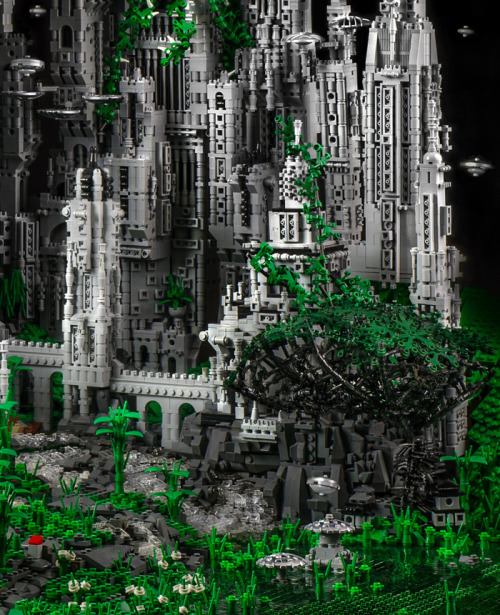 fer1972:   Contact1: An Extraterrestial City made of 200,000 LEGO Bricks by Mike Doyle
