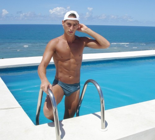 Nice bulge in that sexy blue speedo
