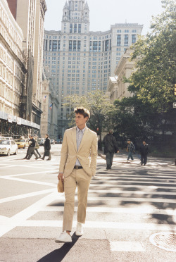 clubmonaco:  Taking lunch outside in our Marvin Suit.