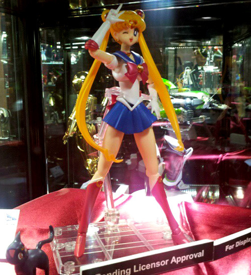 New Photo of the Unreleased Sailor Moon Bandai Figure! Read more about it here: http://www.sailormooncollectibles.com/2013/02/10/new-photo-of-the-unreleased-sailor-moon-bandai-figure/