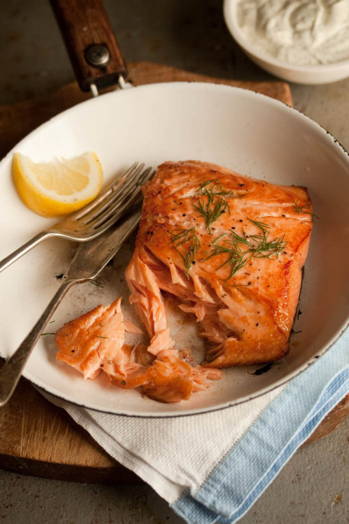 squaremeal:  (via pan fried salmon with a lemony dill dressing | Drizzle and Dip)