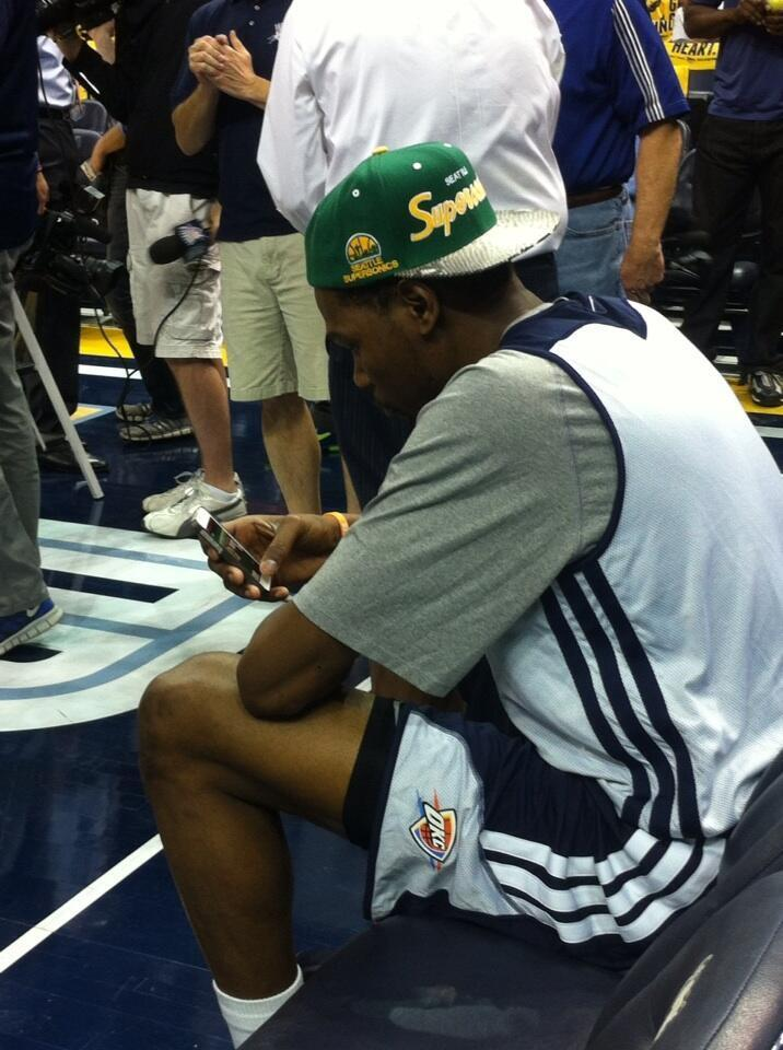 Pic: Kevin Durant rocking the #SuperSonics throwback.