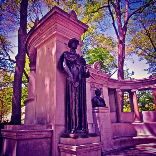 William Morris Hunt Monument: Central Park East NYC #centralpark #centralparkeast #park #statues #spring #statue #monument #sculpture #nyc #instanyc #instamood #newyorkcity