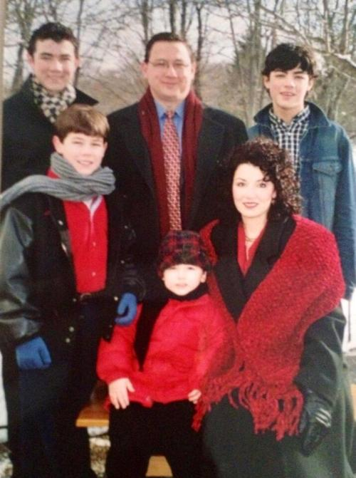 Jonas family, Christmas family photo, 2003  ft. Nick's Les Mis jacket [x]