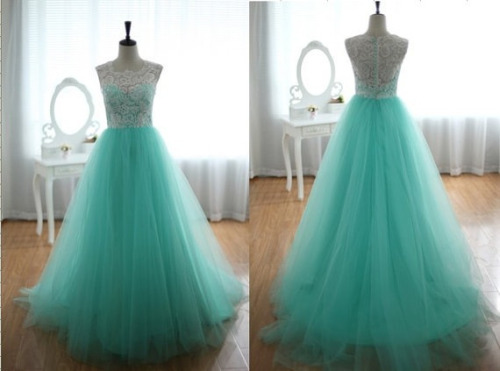 onehundreddayproject:  Found my prom dress on Etsy!!!!!!! Finally ordered it today.  #iwannawearit… More like I'm gonna rock it.  76 days until Prom… 76 days of working my ass off. (Literally) ;)  http://etsy.me/UJn5aLHere's the link! Sorry I forgot to include it! The designer is so awesome.