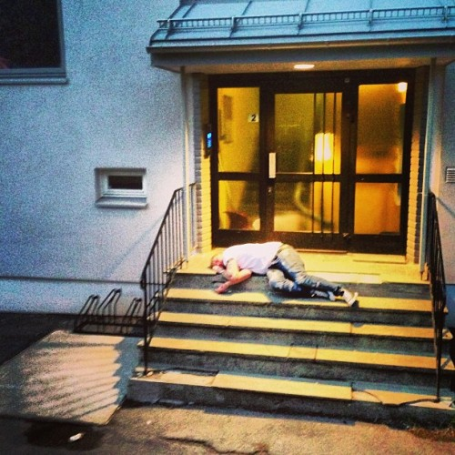 Passed out on your own doorstep at 4 am. Syttende Mai stories.  (at Kalbakken)
