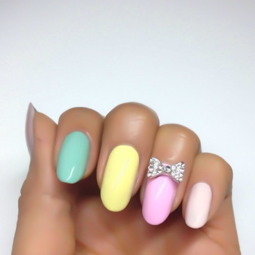 nailinghollywood:  Hello, Bow! 🎀 #nails #bow #manimonday #pastels #nailart #karengnails