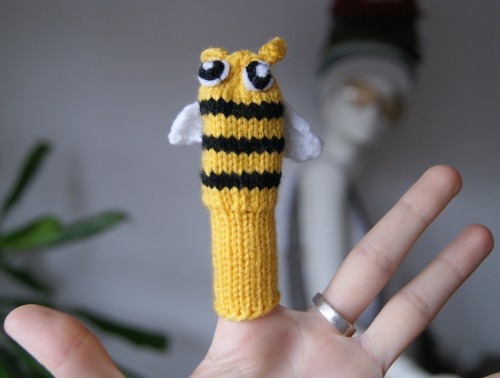 My new obsession: knitting finger puppets.