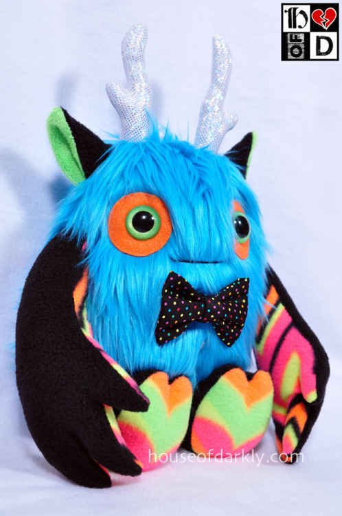 Apparently my other pieces sold? But Frankie the Party Monster from Plush Week 3 is up on the iam8bit store and you can have him for yourself :) Otherwise I get him back muahahahahahah. Plus you can see the pieces by other artists that are still available~!