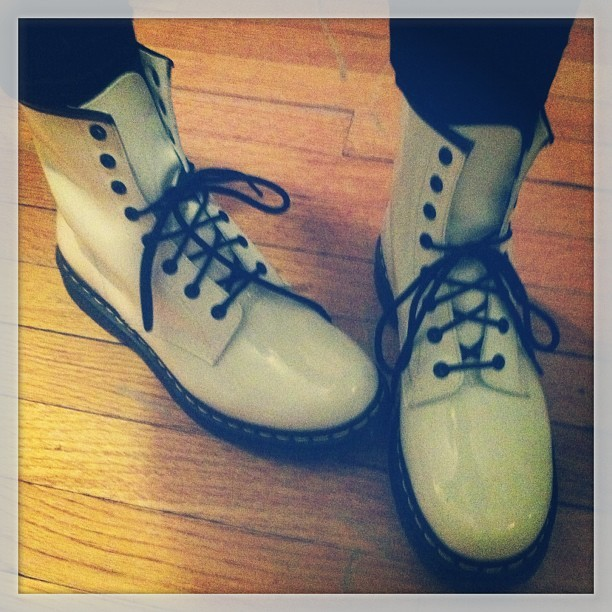 Thanks @fanifashion !  New #white docs #drmartin #akirabucktown #akira  (at AKIRA Bucktown Footwear)