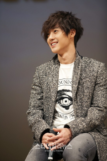 "ladycr7khj:  On December 11th, Kim Hyun Joong attended a press conference with major Japanese media such as Fuji TV, Nippon TV and more for the release of his first Japanese album, Unlimited. The event was held in Shibuya Public Hall a day before the album's release. Around six thousand fans took part in the ten-hour event in which Kim Hyun Joong revealed the full music videos for his tracks ""Your Story"" and ""Save Today."" He discussed the album's details, as well as thanked fans for the success of his previous Japanese single, ""Heat."" A fan uploaded a short clip of Kim Hyun Joong singing an a capella version of ""Your Story."""