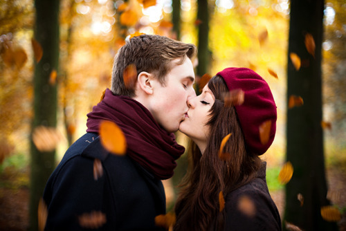 Couple Photography Inspiration / Engagement photo on We Heart It - http://weheartit.com/entry/62190247/via/marcela_mineros   Hearted from: http://pinterest.com/pin/189503096790044889/