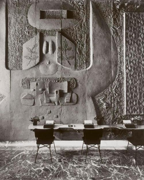 plasticarmy:  Wall Relief - Olivetti Showroom, NYC by Costantino Nivola, 1954