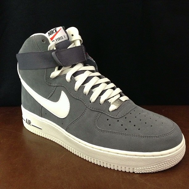 More from #suedepack ! #nike #af1 #airforceonehi in #gray !