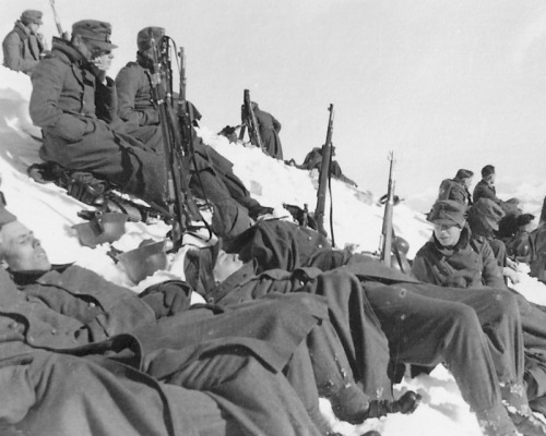 German gunners in the Caucasus mountains taking a break.