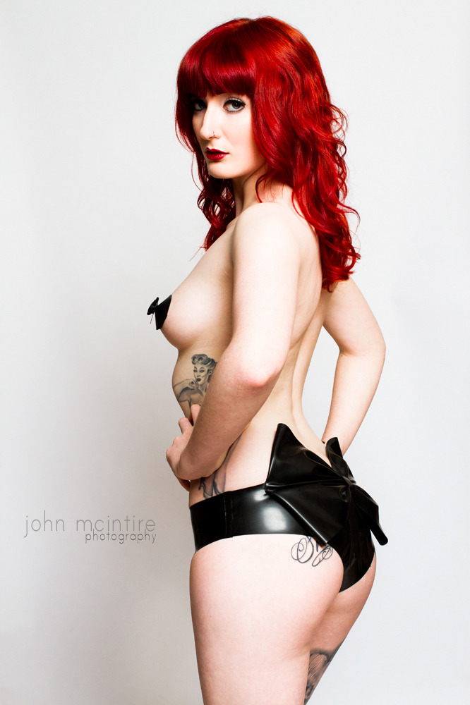 sweetcheeksandsugartits:  Lauren Lascivious John McIntire Photography Maleficent Latex