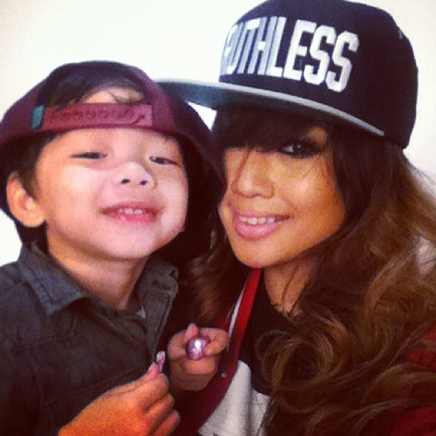 msashleyvee:  Mommy @msashleyvee lil sidekick. Photo shoot time! #kalebwes #ashleyvee 😎😎