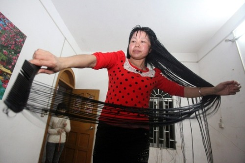 Woman credits beer for black, smooth 6-foot-long hair (Photo: Xue Qiao / EPA) Forty-four-year-old Cen Yingyuan combs her 6-foot-long hair at home in Zhanjiang, China, Feb. 23. Cen is only 5 feet tall, and has not gotten a haircut in 11 years. She uses beer to keep her hair black and smooth.