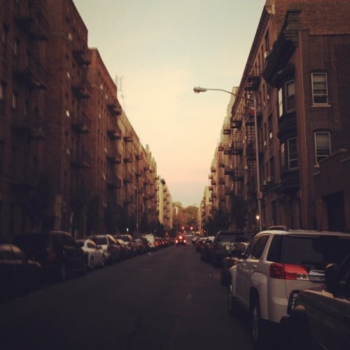 Cool street shot by @aretazhulla Www.washingtonheights.tumblr.com #instagramuptown #uptown #inwood #washingtonheights #nyc #newyorkcity #exloranyc #photography #art #local #community