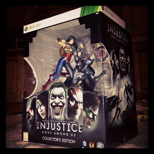 This is dă shit ! #injustice #injusticegodsamongus #batman #wonderwoman #superman #cyborg #flash #joker #greenlantern #collectors #edition #epic #awesome #dc #dccomics #comics  (at Vulpan Manor)
