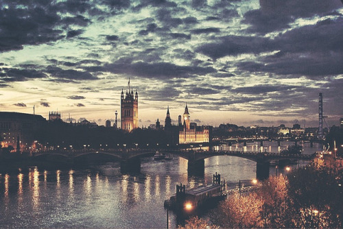 greekg0ds:  London by expatty