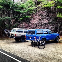 totallyvom:  Double trouble. #landcruiser #fj60 #toyota #mountainbiking #mountainbike (at Willowdale Meadow Lot)