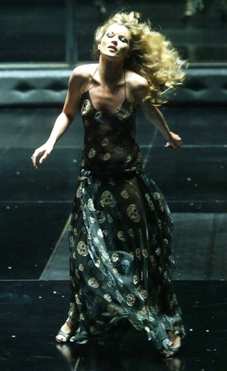 supermodelgif:  Kate Moss at the Alexander McQueen Black fashion show in 2004