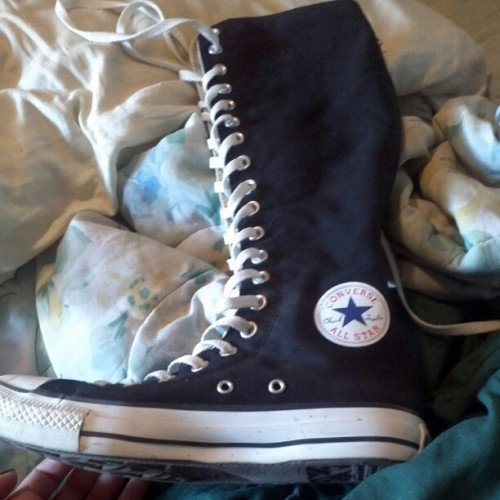 Chuck taylor converse all star extreme high tops.. $40 obo. Barely worn, size mens 7/womens 9. Needa go fast plz hit me if interested!
