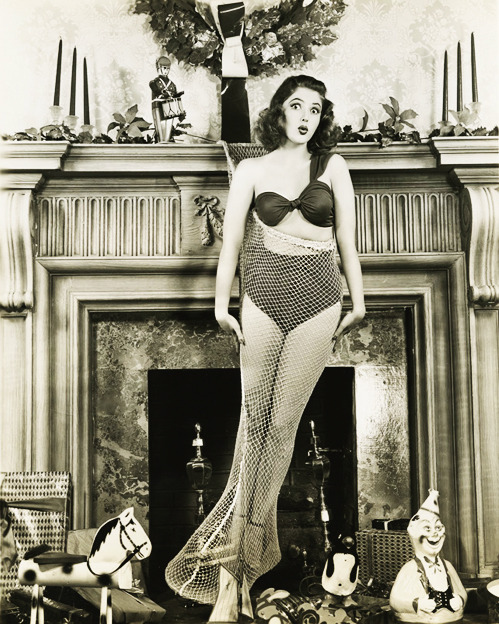 vintagegal:  Martha Vickers c. 1946