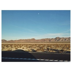 Lately I've been losing sleep. #latergram #california #desert #mountains #road #trip #carpics #iphoneography #moon #sky #colors #travel #shadows  (at California)