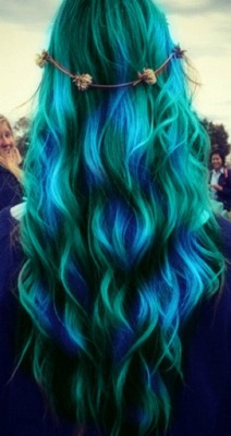 Colourful Hair / . en We Heart It. http://m.weheartit.com/entry/58804660/via/joanneemma