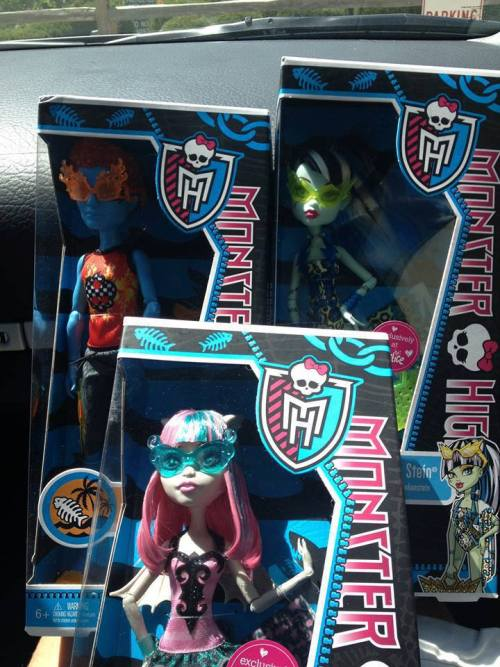 themonsterhighdolls:  Thank you Anthony V Flytrap for sharing your clawsome find! Swim class wave two located in Fremont, Indiana at Justice for $15 each after the 40% off discount.