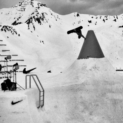 snoked:  Louie Vito pulling off a frontside invert at Nike Chosen Sessions.
