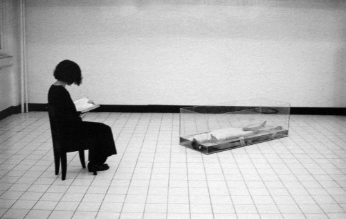 reading for one female corpse Araya Rasdjarmrearnsook 1998