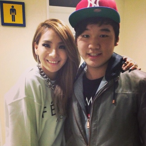 CL backstage with a fan @ G-Dragon 2013 World Tour: One of a Kind in Seoul (April 5, 2013) Source: ryanchoiboy
