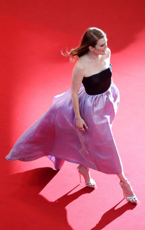 ナイスアングル suicideblonde:  Julianne Moore at the Cannes Film Festival opening gala/premiere of The Great Gatsby, May 15th