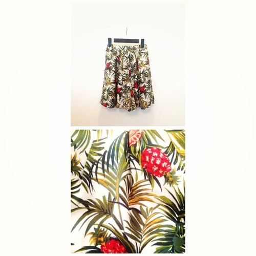 The pineapple. From the 90s . 🍍 #ezzentrictopz #vintage  #shop #online #fashion  (at www.EzzentricTopz.com)