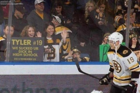 powerviolent:  txn:  my favorite picture ever  the kid is also waving