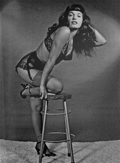 metralleta:  Bettie Page