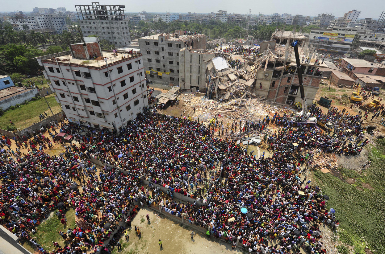 (via Rescue Efforts Halted at Collapsed Bangladesh Building - In Focus - The Atlantic)