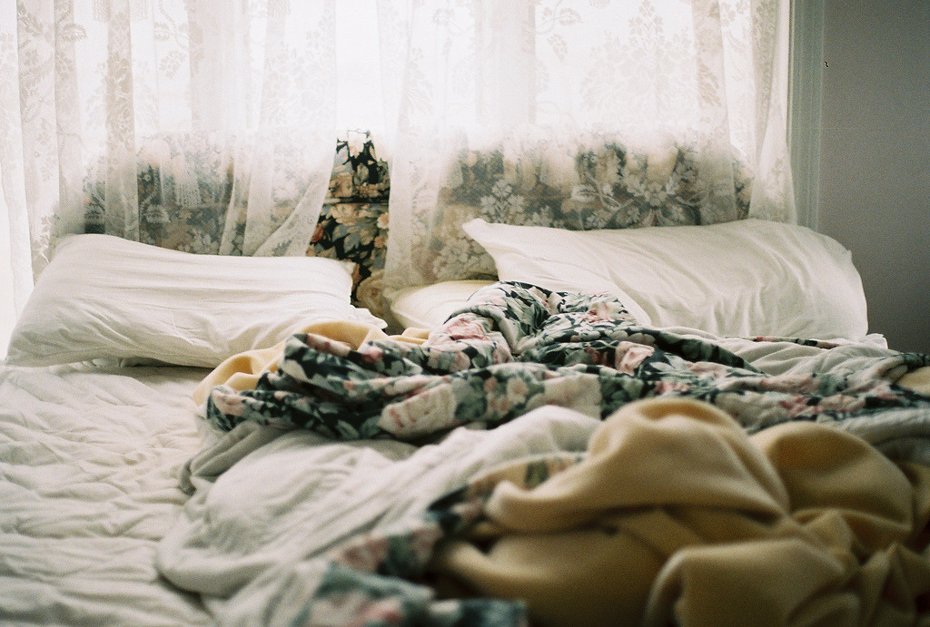 viollaceous:  I wake up and i feel alone. (by emmalynsullivan)