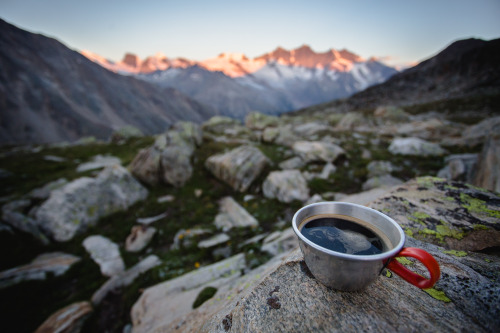 hugovincent:Coffee & sunrise in the mountains, what else?