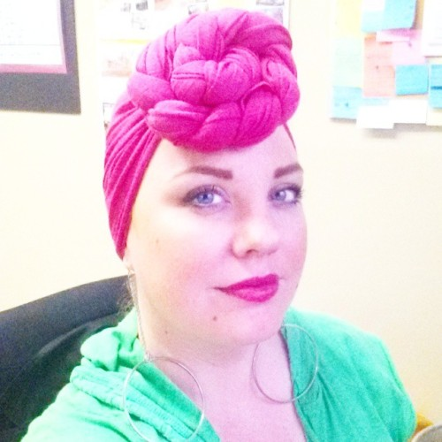 When is gross and dreary outside, I like to be bright! And when it's #raining, I like to rock a #wrap! Today I'm doing #pink, because, #BreastCancer #awareness. #lipstick is #PinkPazzaz by @nareecosmetics (let me just say it has already survived 3hrs, coffee, breakfast, and traffic,  and still looks freshly applied! ) #selfie #WrapStar #pinkpower #SaveTheTaTas #SaveTheBoobs