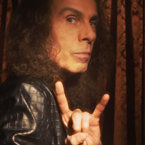 blondexbadxbeautiful:  #ripdio #ronniejamesdio #rip  http://www.youtube.com/watch?v=D0zS6msDnFo  he was one of the good ones. Rest in Peace, Dio.